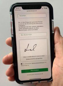 Am Handy Unterlagen unterschreiben